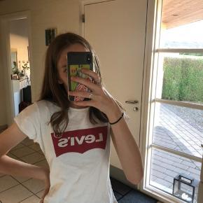 Levi's t-shirt som er brugt under 5 gange. Så ingen tegn på brug.