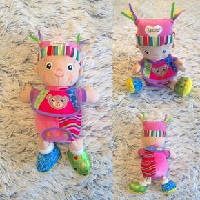 Lamaze Min første dukke, Maisie. Er næsten som ny så fin (nypris 200 kr).  Sender selvfølgelig gerne hvis du betaler porto.