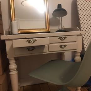 Super fint bord til makeup/skrivebord, skal afhentes i Vanløse