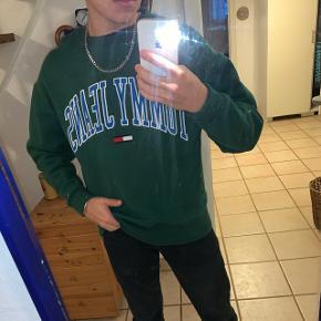 Fed tommy hilfiger sweatshirt, ny pris 800kr byd gerne