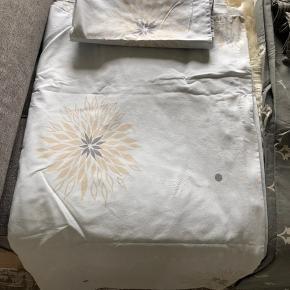 Oprydnings/flytte salg  3 sæt södahl sengetøj i str 180x200 i bomuld. Disse modeller Fåes ikke mere. De er som nye, brugt et par gange