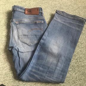 G-Star bukser. Brugt få gange. Størrelse width: 28 (talje) length: 30 (længde). Kom gerne med bud. Ved køb af alle 3 par 400kr.