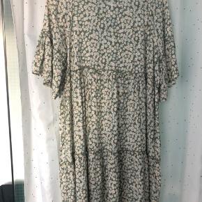 Moves by minimum kjole, str. S, aldrig brugt, nypris: 500 kr Sælger for 300+Porto
