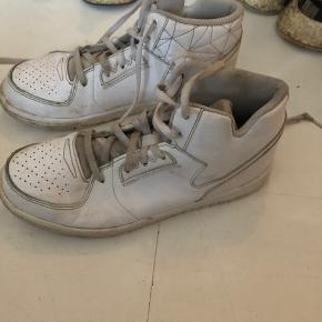 Sneakers til dreng Nike str.35