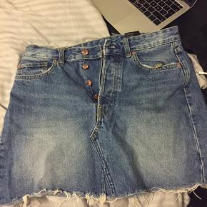 Cool cowboy nederdel fra h&m.  Fede detaljer ved lommerne bagpå.   Fremstår stortset som ny.   Byd gerne:)   #30dayssellout