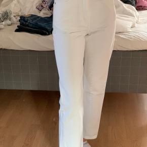 Hvide weekday jeans i modellen Rowe.  Str. 24/30