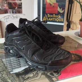 Nike tuned størrelse 40. Sælges da jeg ikke længere får dem brugt. Kom gerne med et bud, de skal bare have et nyt hjem :).