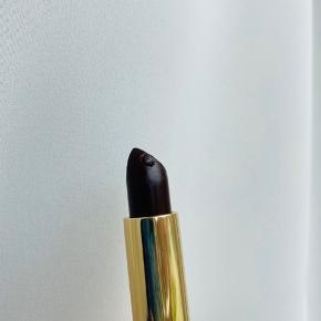 YSL læbestift fra Rouge Pur Couture kollektionen.   Prøvet på en enkelt gang. Har fået et lille hak i toppen. (Billede)