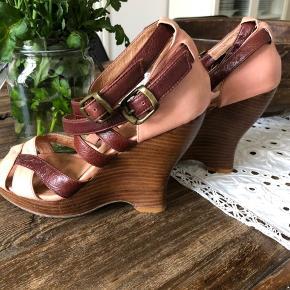 Super fine sommer heels fra ALDO str. 37  Kun brugt en enkelt gang el. to  Fremstår som nye ..  Sender gerne!