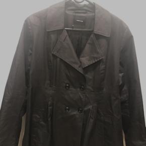 Samsøe&Samsøe jakke  Str. 42 Fremstår som ny. Kun brugt 2-3 gange.  Nypris:1800.-kr ( købt i Jill&Joy) Sælges for kun 400.-kr