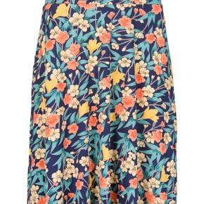 Varetype: A-line Farve: Multi Oprindelig købspris: 599 kr.  Ny nederdel fra King louie aldrig brugt Strækbar elastik  Liv 80cm plus en masse stræk Længde ca 60cm