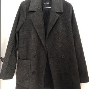 Blazer/jakke brugt meget få gange.   Sælges da jeg ikke får den brugt.