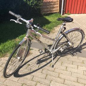 MBK cykel med 8 gear den har lige fået ny forsikringsgodkendt lås, cykellygter og cykelcomputer. Befinder sig i fredericia