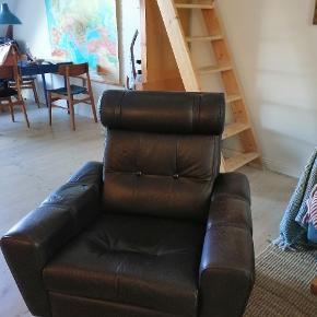 Fed retro lænestol, med god mængde patina. Med en omgang læderfedt, er den så god som ny (næsten). Man sidder rigtig behageligt i den, sælges pga pladsmangel (desværre) 🌼