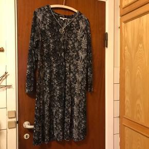 Lækker varm blød kjole i viscose og elastan