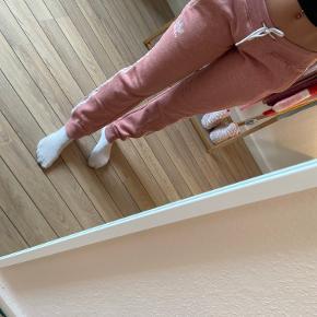 Adidas bukser brugt få gange, nypris var 600kr
