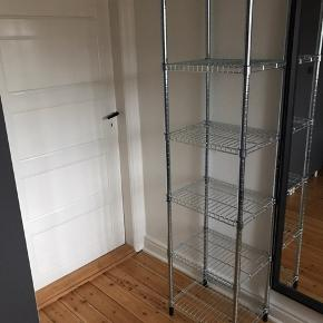 To styk OMAR reoler fra IKEA sat sammen. Fejler ingenting.  Mp. 300,- Kan afhentes i Odense