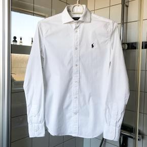 Ralph Lauren slim fit skjorte  Str. 2/XS  Brugt få gange og i flot stand  Nypris 800kr. Sælges for 130kr.