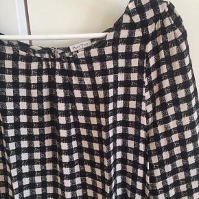 Bluse/skjorte i lækker blød viscose.