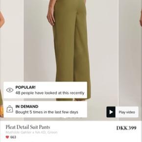 Helt nye bukser fra Nakd x Mathilde gøhler. Aldrig brugt!  I en størrelse 42, men Mathilde gøhler har udtalt hun selv bruger en str 40 for at få et lidt mere oversized look. Passer en Medium.