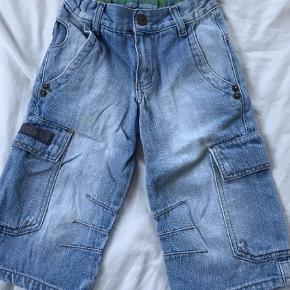 Brand: Cottonfield JR.  Varetype: Shorts Farve: Jeans  Seje jeans shorts, str 116. Gmb - i fin stand.   Mp 40pp