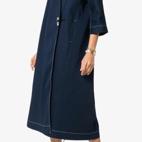 Fin kjole fra Ganni.  Kan ikke huske stylenavnet.  Den er lagt op, så den måler 106 cm fra skulder og ned.  Mp 1400 kr pp og evt ts gebyr  Jeg bytter ikke