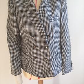 Vintage jacket with houndstooth pattern  UK size 14 EUR size 42