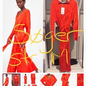 Varetype: Maxi Farve: Orange  Jeg søger denne maxi kjole fra zara i str. m.