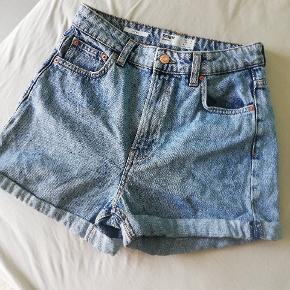 Sælger disse fine højtaljede shorts fra Bershka str 36. De er aldrig brugts, så de fremstår derfor helt nye.   Kan afhentes på Amager eller sendes med DAO på købers regning ☀️☀️