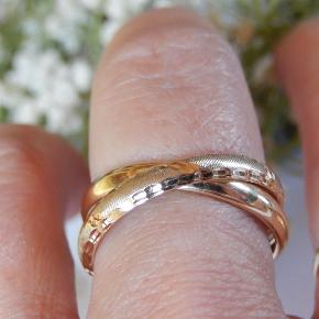 Skøn Guldring  585 gul guld, stemplet for ægthed Ring størrelse 57,5 Ring bredde ca 6,5 mm  Prisen er fast!