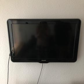 """32"""" Philips LCD TV i perfekt stand inkl fod og vægophæng. Ingen fjernbetjening."""