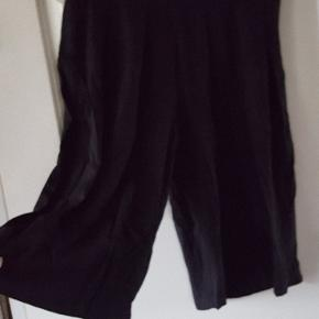 Sort. Bermuda shorts