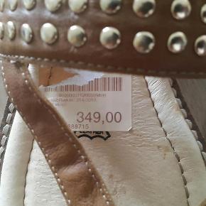 Varetype: læder sandaler Farve: se foto  Seriøst bud modtages