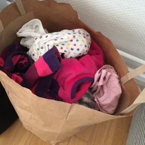 Tøjpakke sælges str 62/68 til pige  Pæn stand noget af tøjet er stadig med prismærke og det er forskellige mærker   Kjoler, bukser, kort/land bodyer, strømpebukser osv