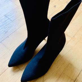 Bianco socks boots. Støvler i det blødeste materiale. Sælger kun fordi jeg har købt et lignende par i læder.  Helt nye. Nypris, 599 kr  Pris 300 kr.
