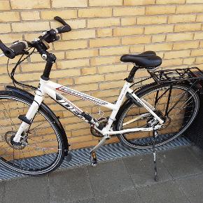 """IDEAL - DAmecykel - Sport... Meget pæn og velholdt.. 48 """" stel - 28"""" Hjul...  16 indvendige gear... En virkelig god cykel."""