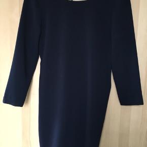 Skøn kjole fra Zara Trafaluc. Bytter ikke og har ikke billede med den på.