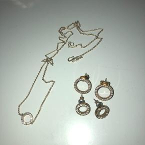 Halskæde med matchende øreringe i 2 størrelser sælges. Brugt meget få gange