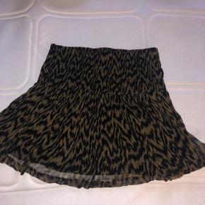 Super fin nederdel fra Ganni.  Byd