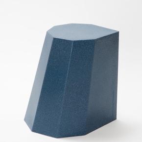 Arnold Circus stool by Martino Gamper.  Skulpturel skammel i nistret plastik. Kan bruges som podie, sidetable eller stol Brugt ganske lidt  Nypris er ca. 800  Farven er støvet mørkeblå  Skal afhentes på vesterbro  Dimensions 43w x 35d x 44cm