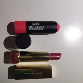 Her sælges to produkter: - GOSH Giant blush i farven 06 Pink parfait. Prøvet en enkelt gang.  - Max Factor læbestift i farven Raisin 894, brugt max 5 gange.  Sælges enkeltvis for 30 kr eller samlet for 50 kr (plus porto).