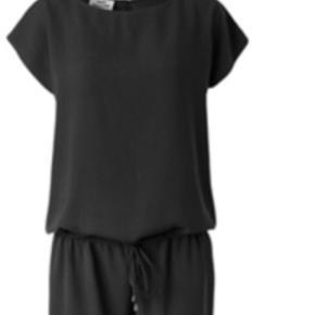 Den klassiske buksedragt med korte ærmer og alm benlængde