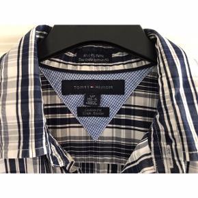Str. S/P 14,5 - 15 Custom fit. Brystvidde: 53 cm. X 2. Længde: 68 cm. Som ny. 80's 2 ply fabric.