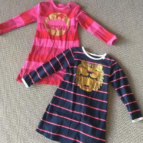 To fine kjoler fra Danefæ med glimmertryk  40kr pr. stk