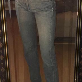 Levis Jeans, God, men brugt. Valby - De populære 501 levis. w29 l34, men svarer til en w27. Skriv for flere billeder :). Levi's Jeans, Valby. God, men brugt, Brugt en periode og har derfor mindre tegn på brug
