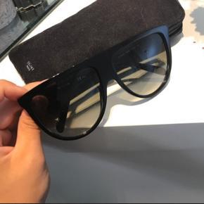 Sælger mine céline solbriller da jeg ikke får dem brugt. Np 2500 kom med bud :-)