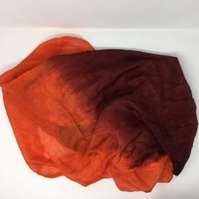100% silke, stort aflangt tørklæde 180 x 110 cm Kan sendes som brev for 20,-