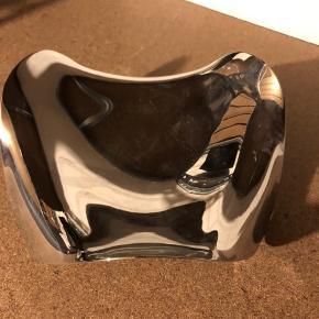 Cobra skål fra Georg Jensen. Fået i gave og brugt meget lidt. Byd!
