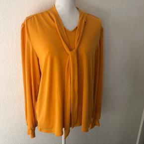 Super flot gul bluse 👍🏻  aldrig brugt