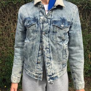 Super smart unisex jakke fra H&M. Kom med nogle bud:)
